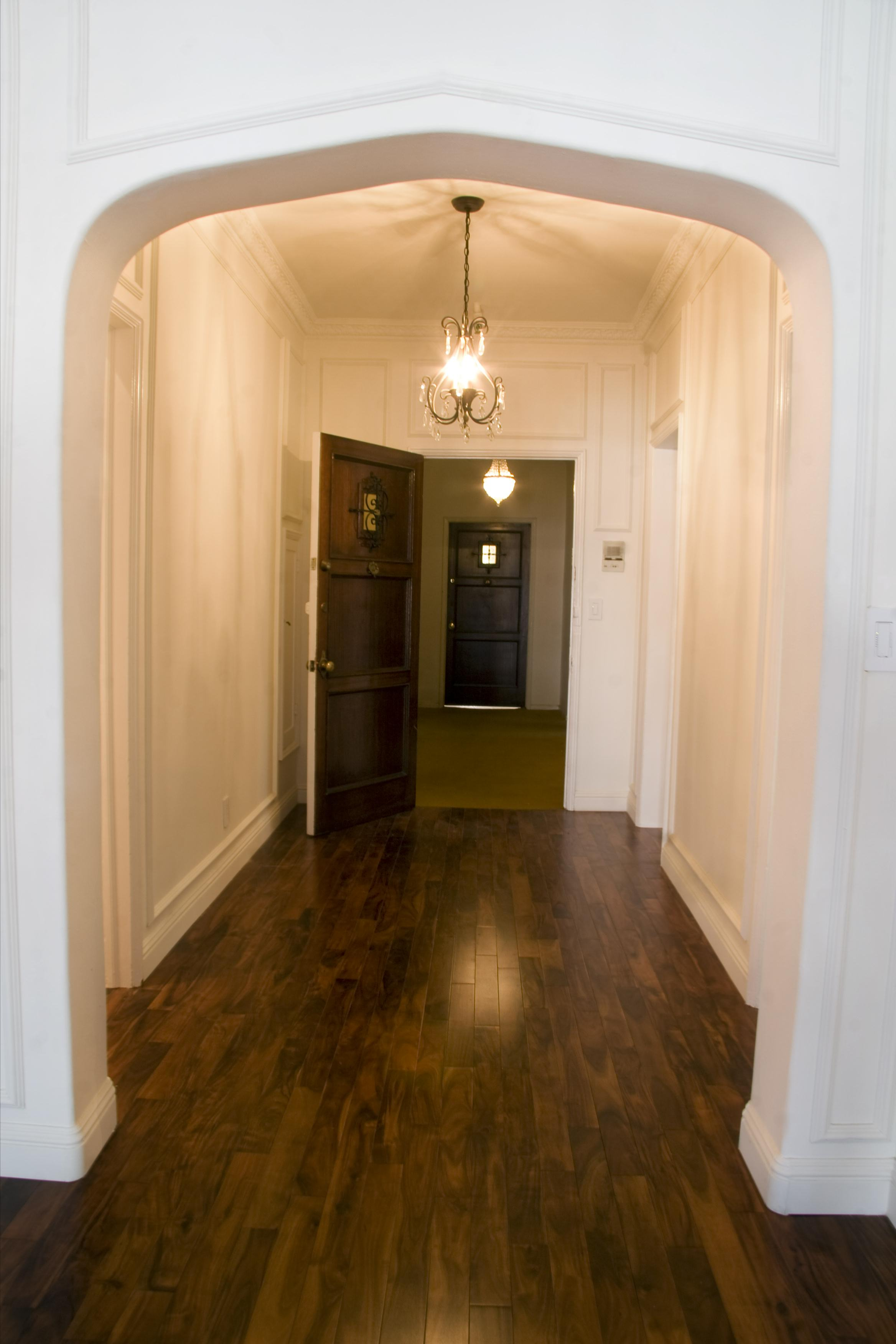 Foyer/Front Hall